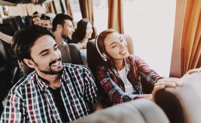 groupe-voyage-scolaire-jeune-transport-scolaire-été-bus-et-cars-bretagne-finistère